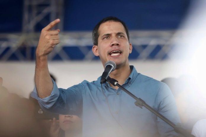 Juan Guaidó protesta