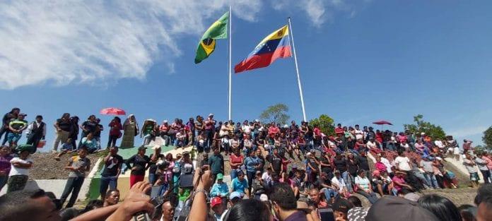 Indios pemones protestaron contra el régimen de Maduro en la frontera brasileña