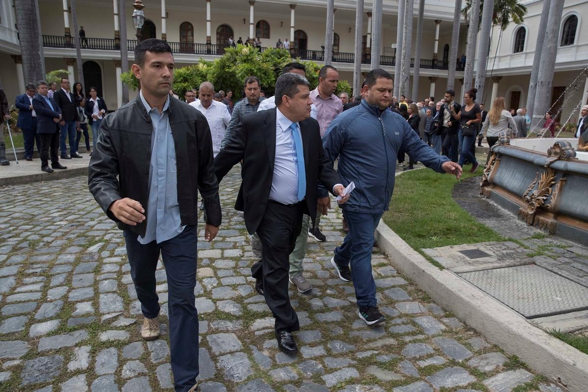 Luis Parra en el Palacio Federal Legislativo - Juan Guaidó