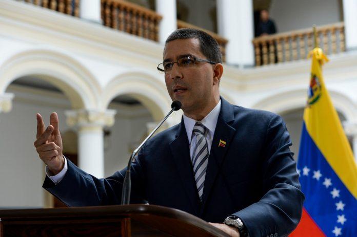 Arreaza acusó a Guaidó de bloquear el uso de fondos para comprar vacunas contra el covid-19
