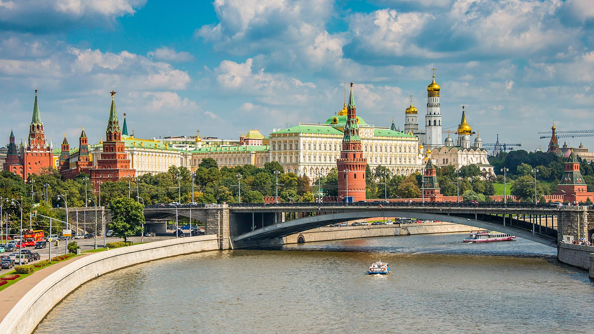 El Kremlin pidió asumir los gastos con prudencia para superar crisis petrolera