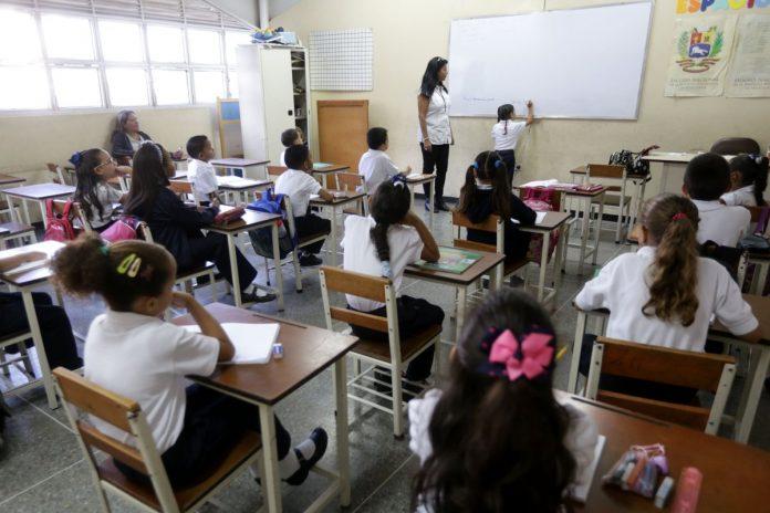 Clases en Venezuela: el reto de estudiar en pandemia sin luz ni Internet