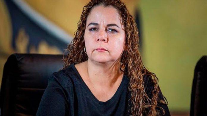 Iris Varela escolta