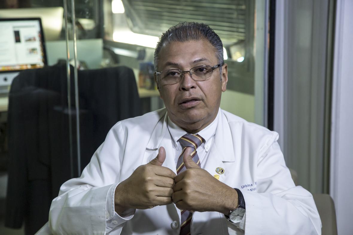 Huniades Urbina: Entre 20 y 22 dólares mensuales gana un médico en Venezuela