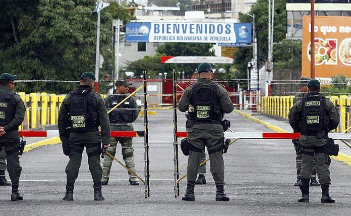 Venezolanos en Colombian esperan vovler