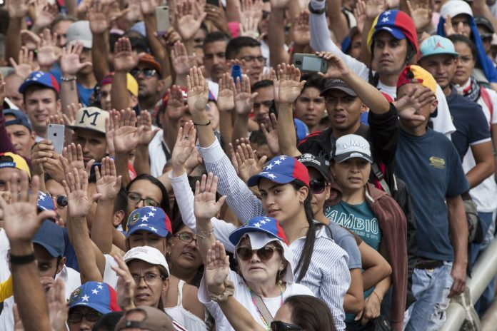 Guaidó convocó a los líderes políticos a unirse para salvar a Venezuela del régimen