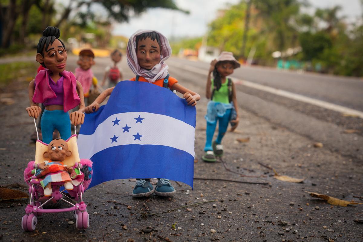 Edgar Álvarez, el colombiano que cuenta la historia de los migrantes venezolanos con plastilina