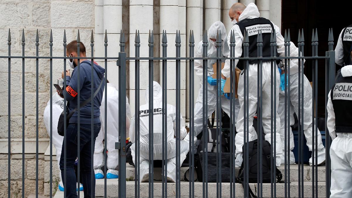 Sujeto ataca con cuchillo y mata a tres personas en Niza — Francia