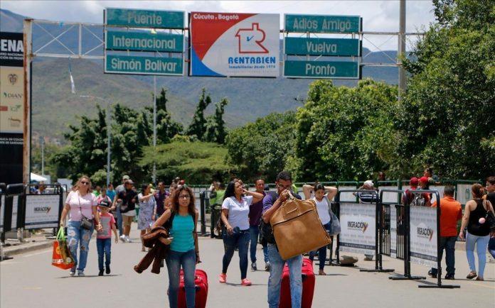 el venezolano huye