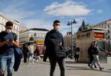 España confinó a 5,7 millones de personas en municipios para frenar el covid-19