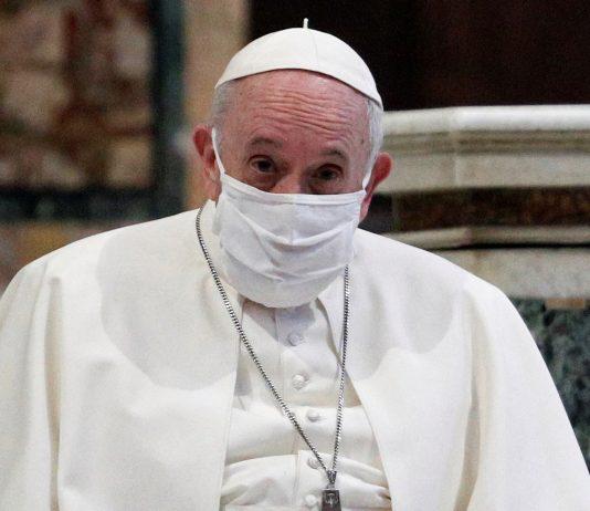 El papa Francisco usó mascarilla por primera vez en servicio público