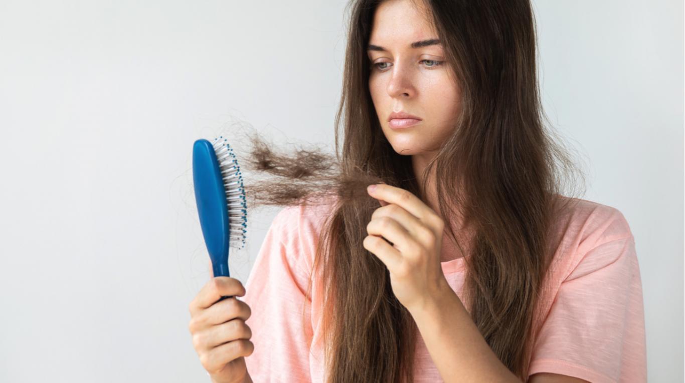 tráfico negro Puntero  Remedios caseros que sirven para evitar la caída del cabello