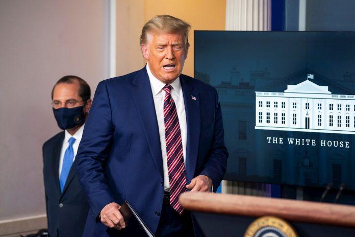 Trump denunció una conspiración para retrasar vacuna a después de comicios