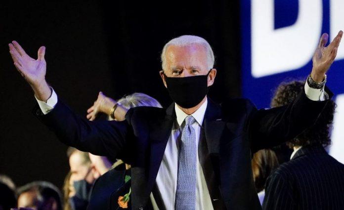 Biden pidió a los estadounidenses usar tapabocas insistiendo en que no es un gesto político