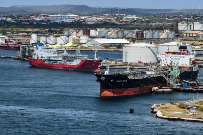 Una flota de18 tanqueros navega hacia Venezuela para cargar petróleo