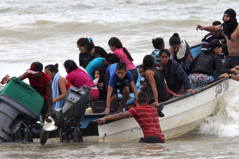 Una orden judicial detiene la deportación de otros cuatro venezolanos