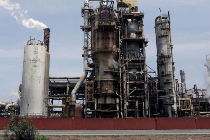 Reuters: Refinería de Puerto La Cruz reinició producción de gasolina