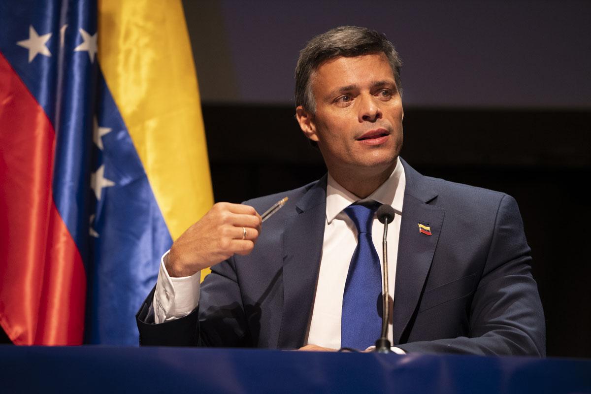 Vacunación en Venezuela arranca el jueves con personal sanitario y funcionarios