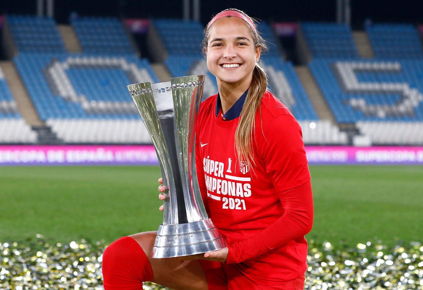 Resultado de imagen para deyna castellanos elegida mejor jugadora del mes de enero en atlético