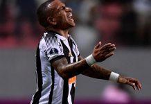 El venezolano Otero dio positivo por covid y será baja en el Corinthians