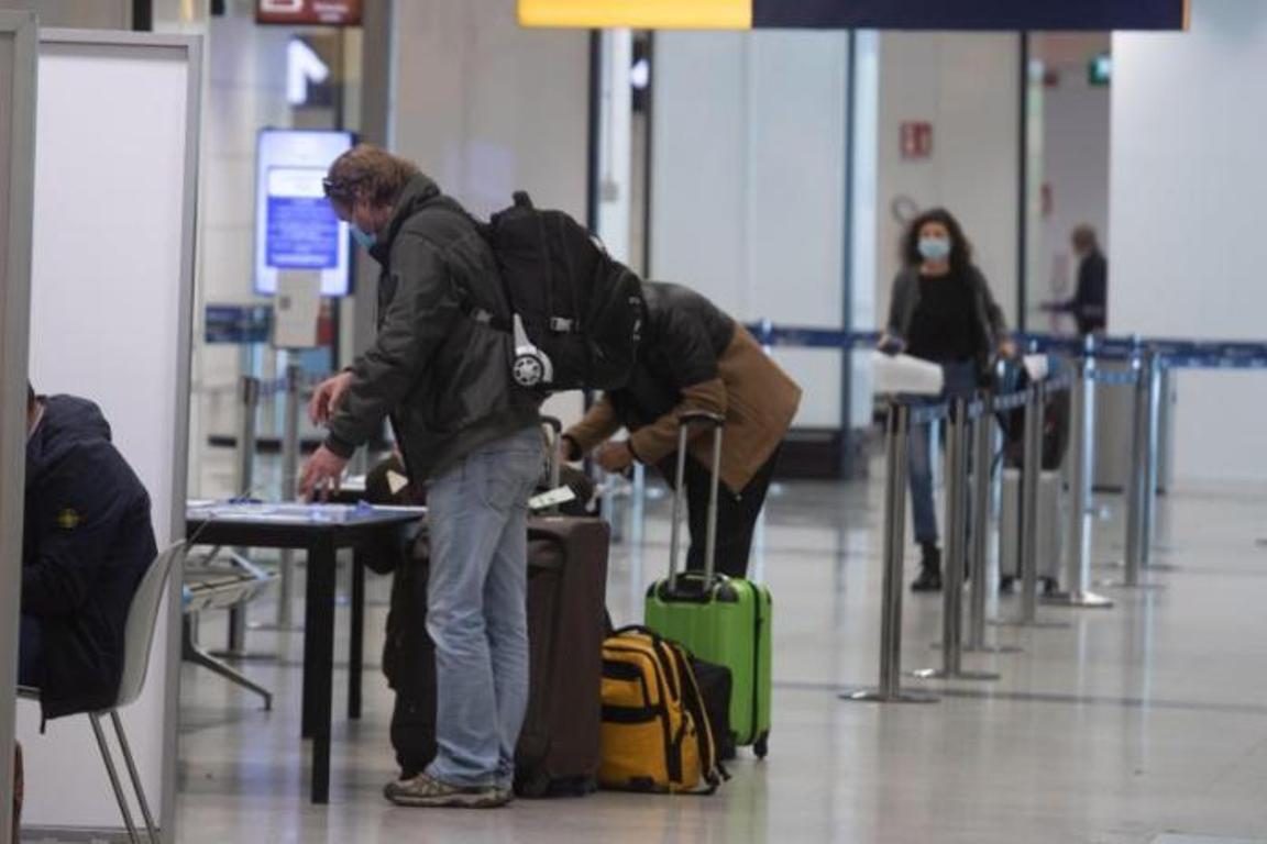 Italia suspende vuelos desde Brasil en respuesta a nueva variante coronavirus