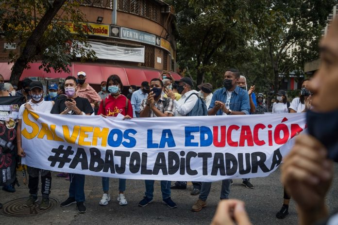 Docentes convocaron a una protesta nacional para el Día del Maestro