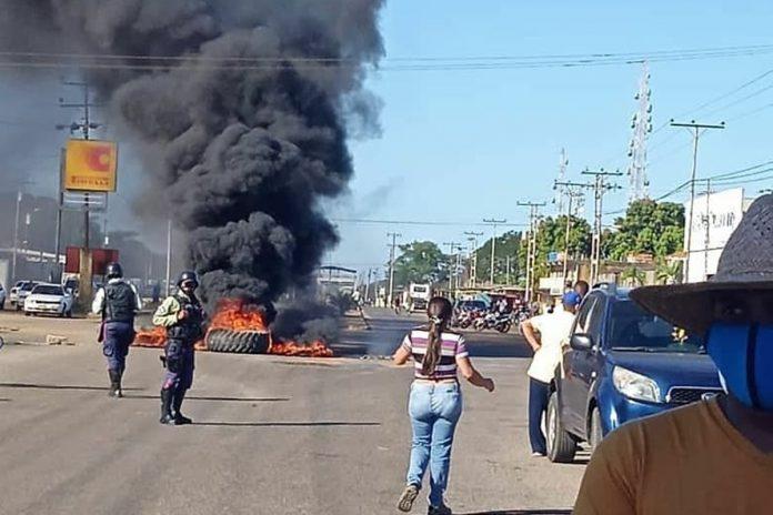 Conductores protestaron en Calabozo para exigir el suministro de gasolina
