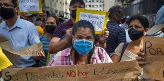 Docentes protestan en el Ministerio del Trabajo por reivindicaciones salariales