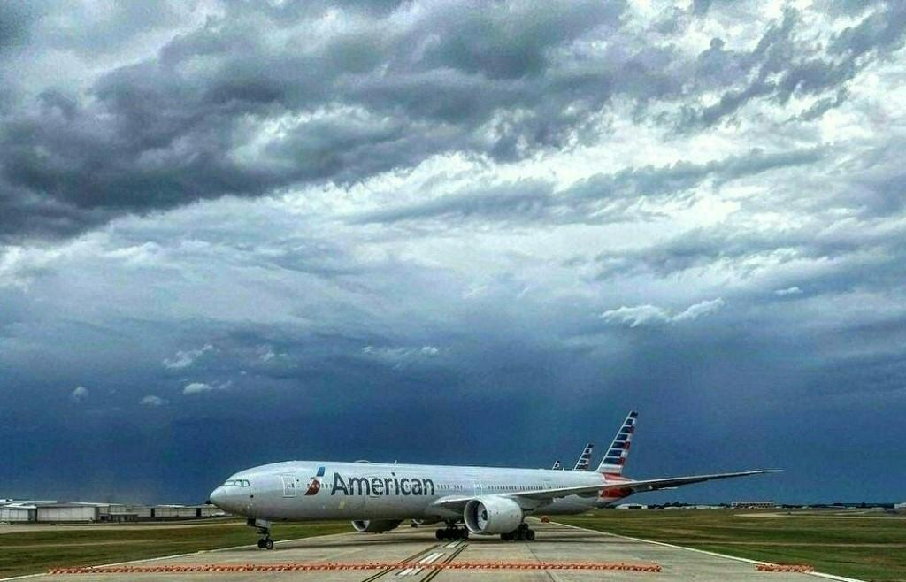 Avión de United Airlines se quema en pleno vuelo