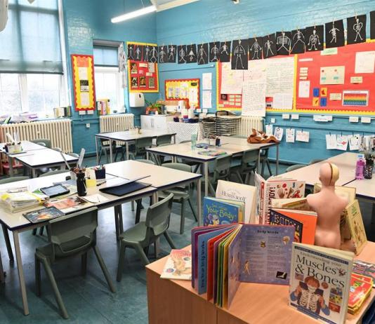 Reino Unido destinará más de 900 millones de dólares a la educación