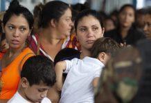 Mujeres migrantes venezolanos víctimas de abusos en las fronteras
