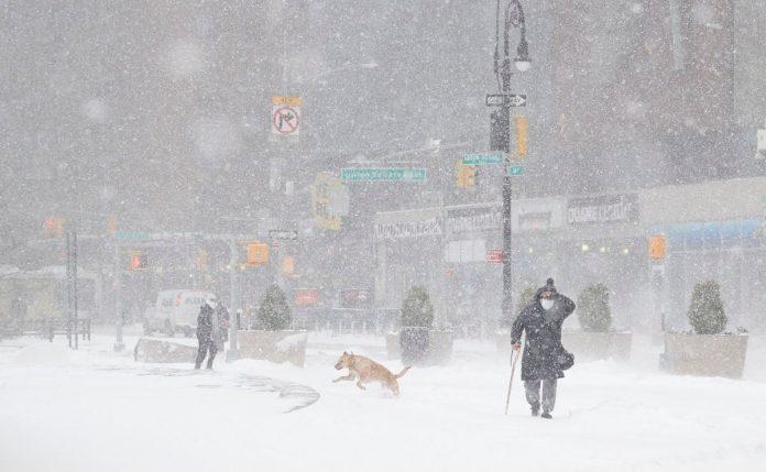 Gran tormenta invernal en EE UU: Millones de personas continúan sin electricidad