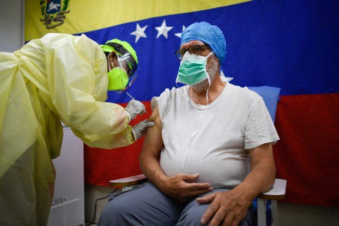 jubilados y pensionados Vacuna Maduro