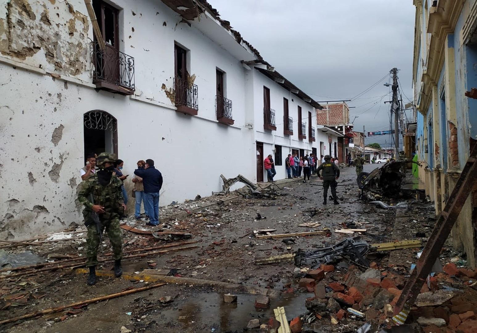 Atentado con carro bomba en Colombia deja al menos 16 heridos