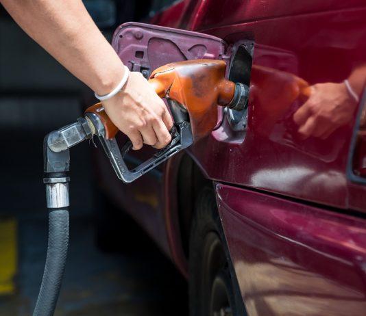 """Expertos aseguran que hay una """"privatización silenciosa"""" en la comercialización de la gasolina"""