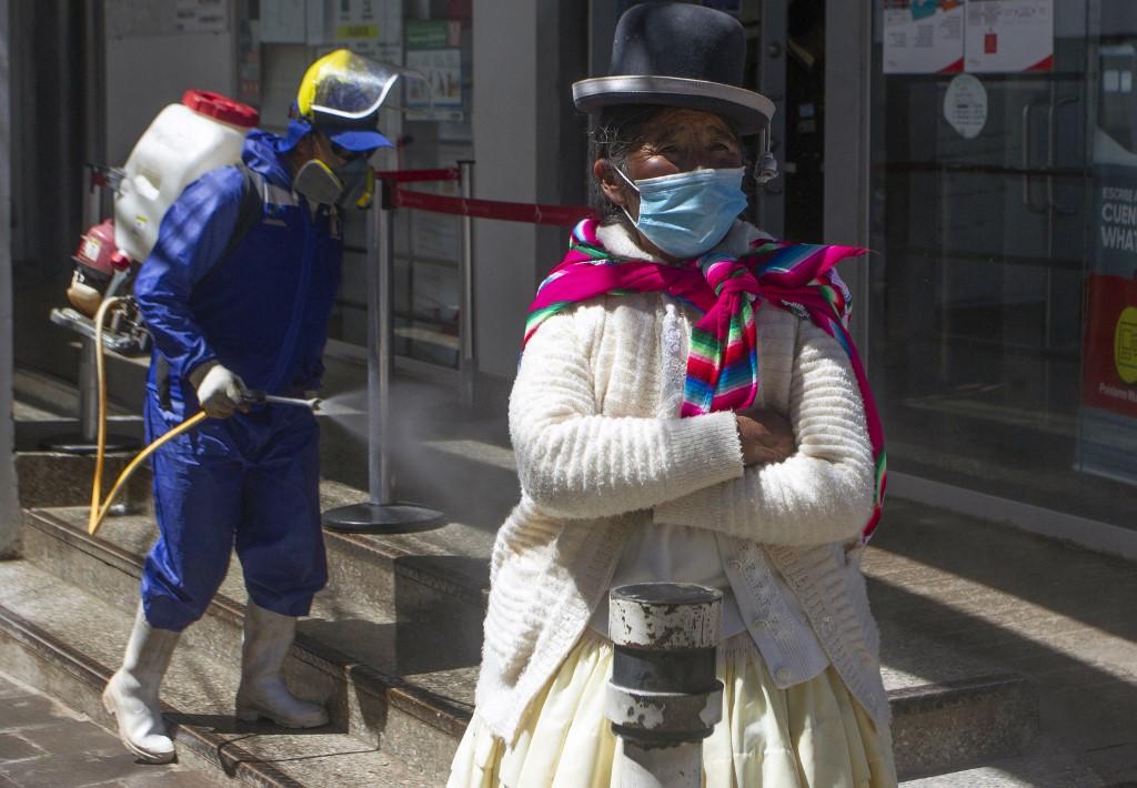 Perú impuso uso obligatorio de máscara facial y tapabocas para hacer compras
