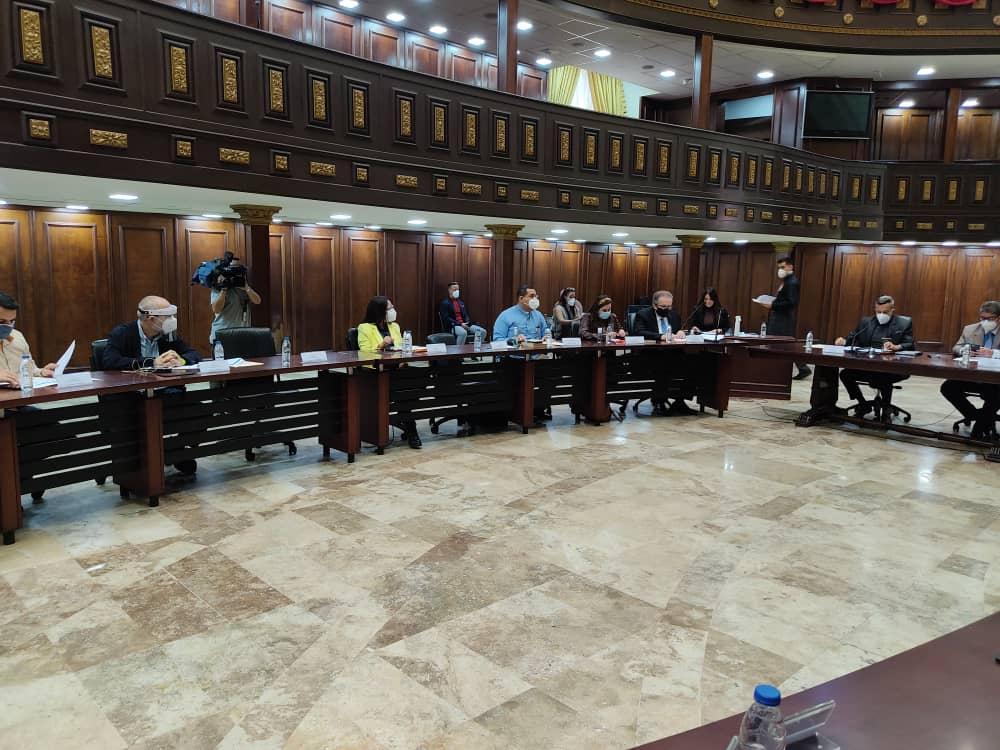 103 personas conforman la lista de postulados a rectores del CNE