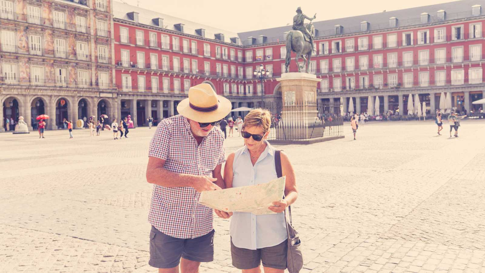 Plaza-Mayor-Madrid-Espan%CC%83a