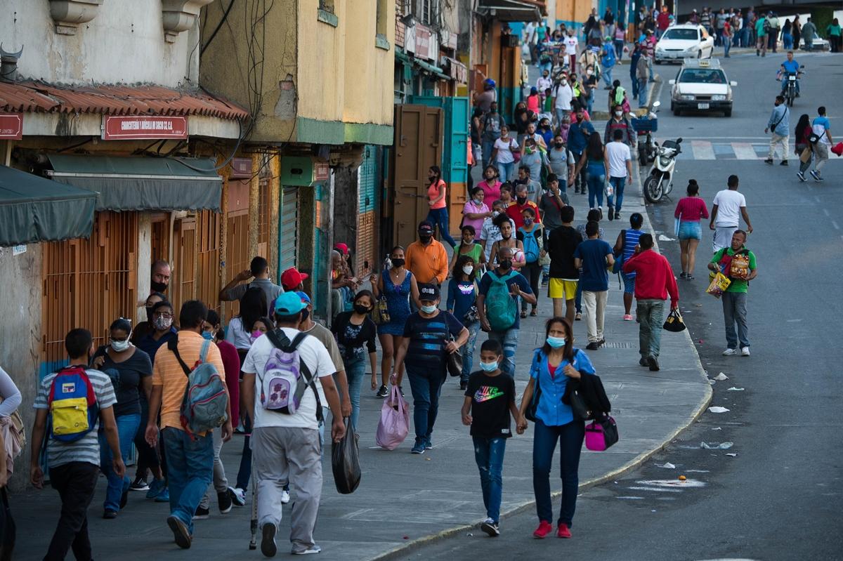 Suaviza las sanciones contra Venezuela para la compra de vacunas