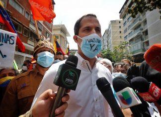 """Juan Guaidó desde la protesta del sector salud: """"La mejor vacuna es exigir juntos una solución a la tragedia""""-con"""