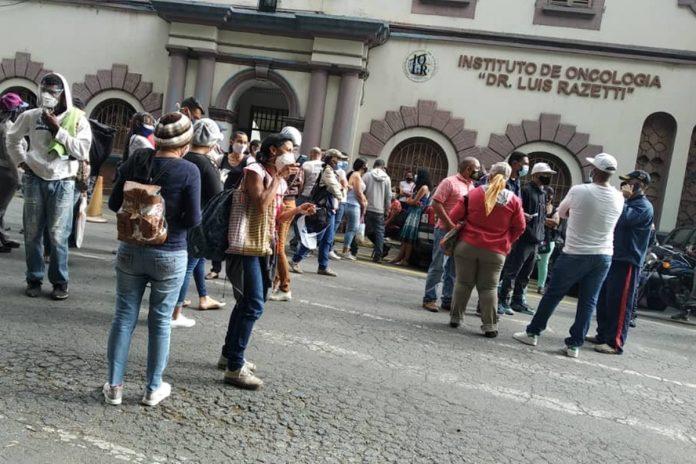 Pacientes del Hospital Oncológico Luis Razetti protestaron por fallas servicios