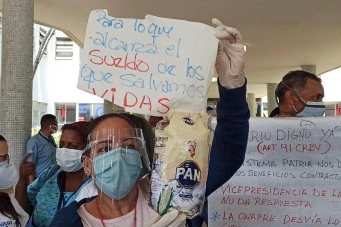 Trabajadores del Hospital Clínico Universitario protestaron para exigir salarios dignos