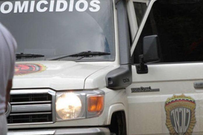 Policía del estado Bolívar Detuvieron a mujer que encargó el asesinato de un hombre en Miranda Un agricultor asesinó con un hacha a su pareja en Falcón