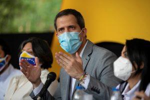 Juan Guaidó pidió a Alberto Fernández reconsiderar su retiro de la denuncia contra Maduro en La Haya
