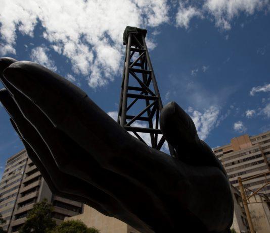 Reuters: Otro cargamento de petróleo ligero iraní comenzará a descargar en Venezuela Pdvsa plantas mejoradoras de petróleo Régimen de Maduro busca inversión extranjera para que Pdvsa levante su producción petrolera-Trabajadores petroleros detenidos-de Irán