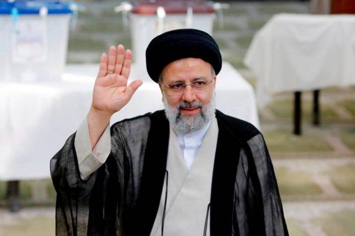 El ultraconservador Raisí elegido presidente de Irán con el 62 % de los votos