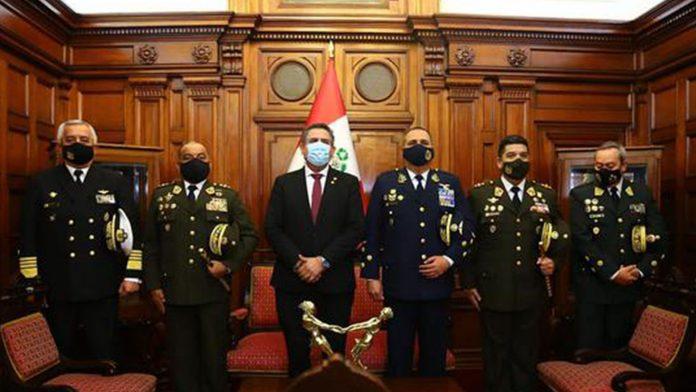 El exalto mando de las Fuerzas Armadas de Perú cuestiona resultados electorales