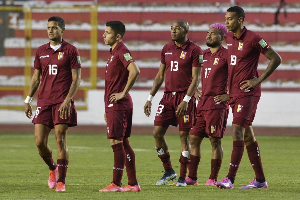 Brasil abrió el certamen goleando a Venezuela — Copa América