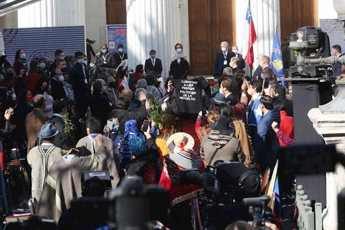 Suspenden inauguración de convención constituyente en Chile por protestas