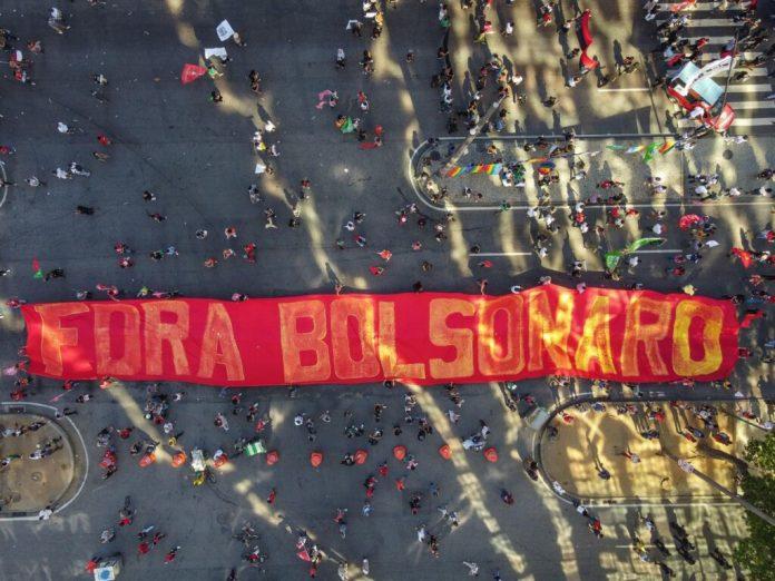 """Miles de brasileños gritan """"fuera Bolsonaro"""" tras el escándalo de las vacunas"""